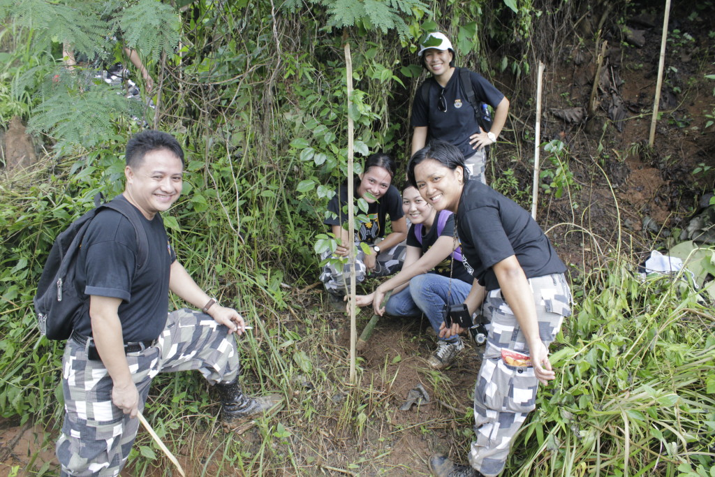 psg-plants-trees-at-ipo-watershed-coffeehan (7)