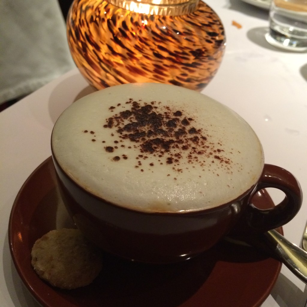 sala-bistro-cappuccino-coffeehan