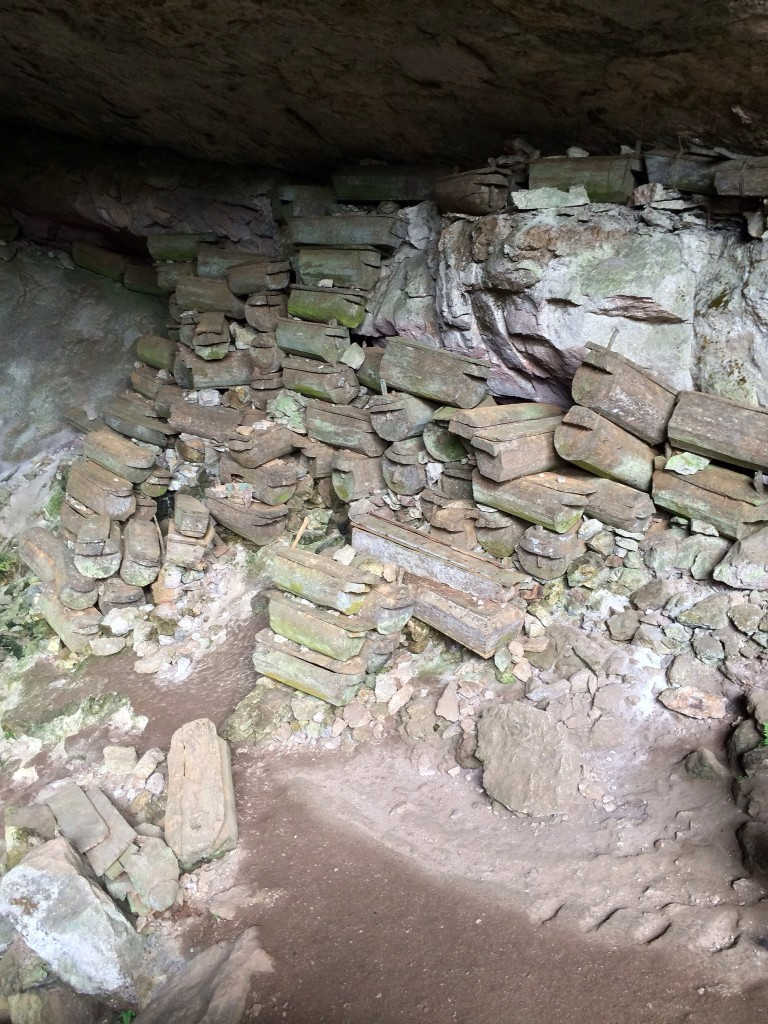 the-caves-in-sagada-mountain-province-lumiang-coffeehan (1)