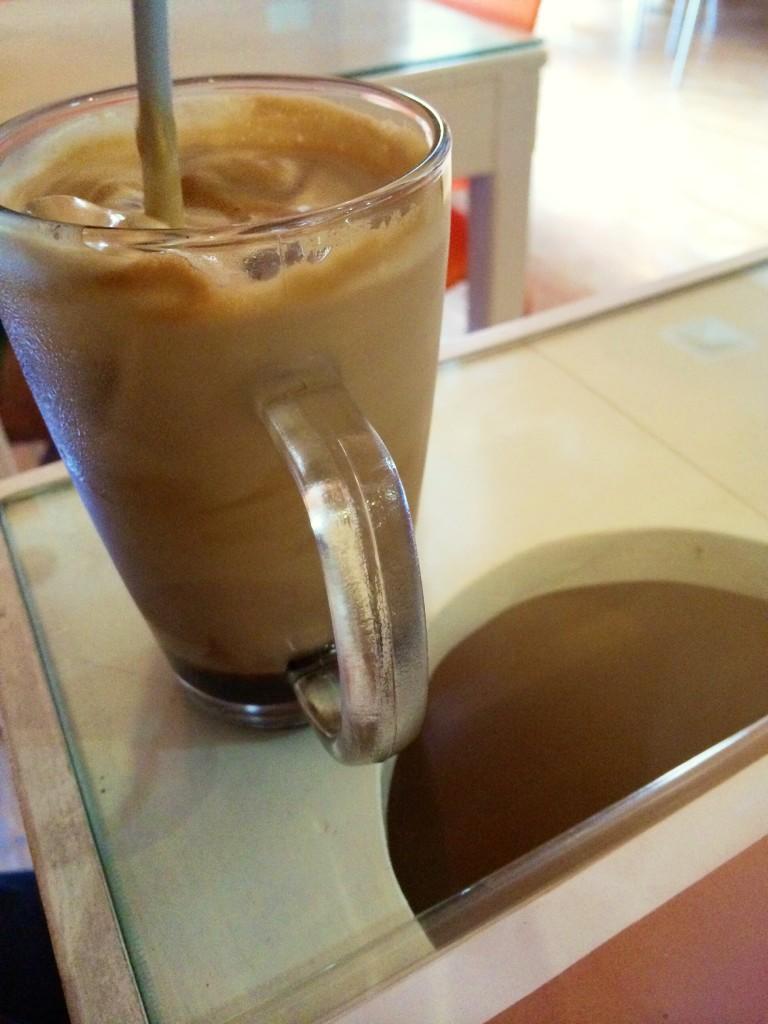 goldfish-cafe-bontoc-iced-latte-coffeehan