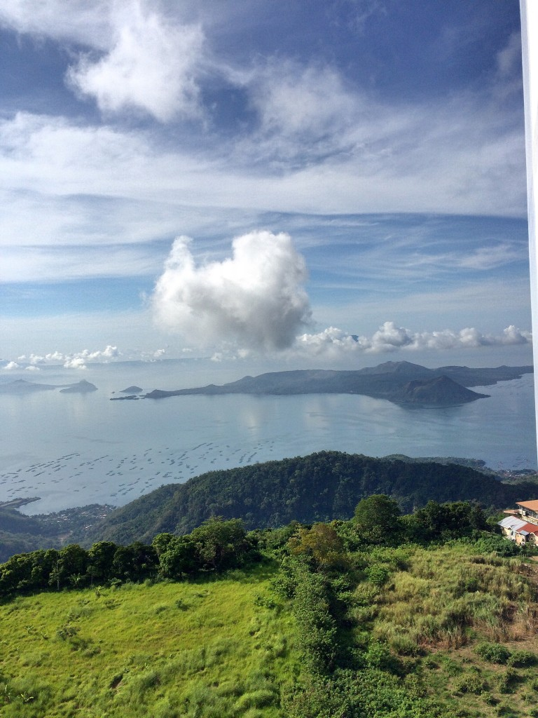 room-with-a-view-of-taal-volcano-in-tagaytay-coffeehan (5)