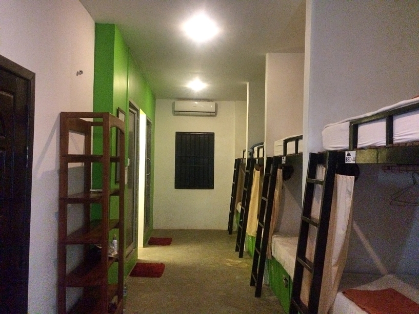 cambodia-luxury-concept-hostel-white-dorm-coffeehan