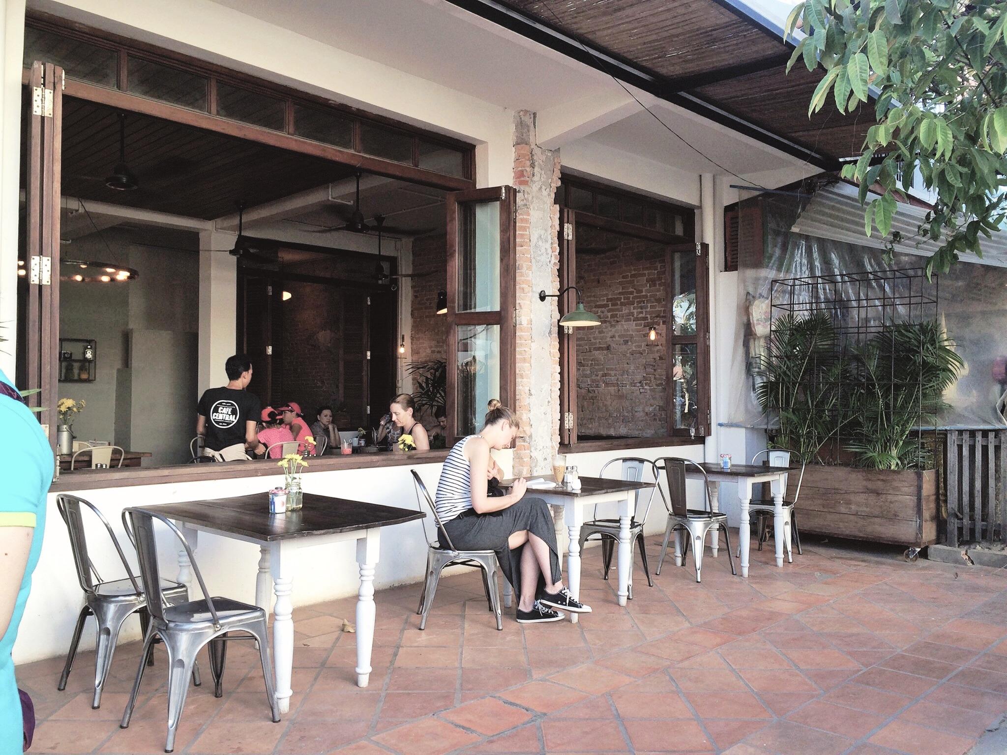 cafe-central-pub-street-coffeehan