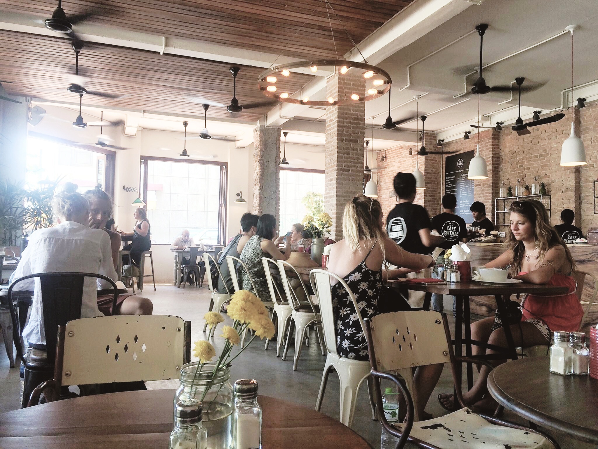 cafe-central-interiors-pub-street-coffeehan