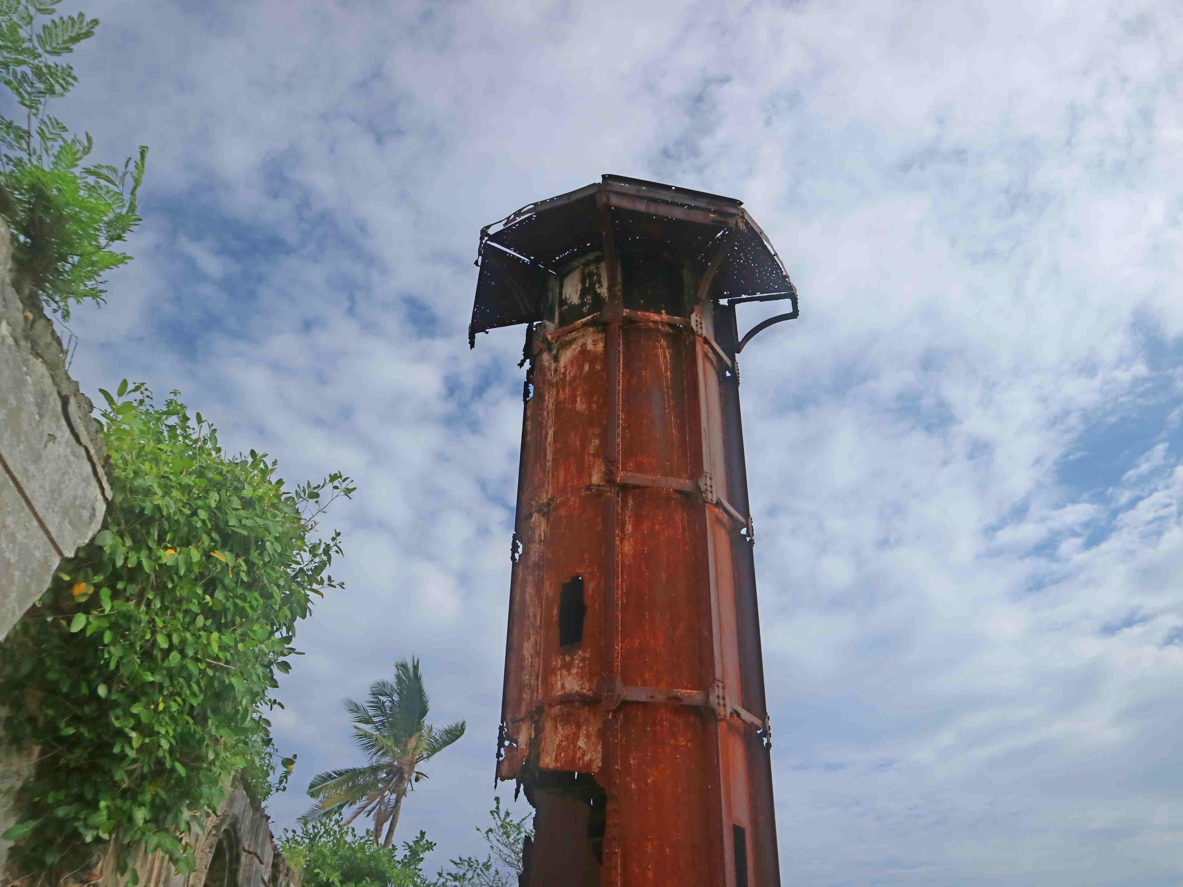 guisi-lighthouse-faro-de-punta-luzaran