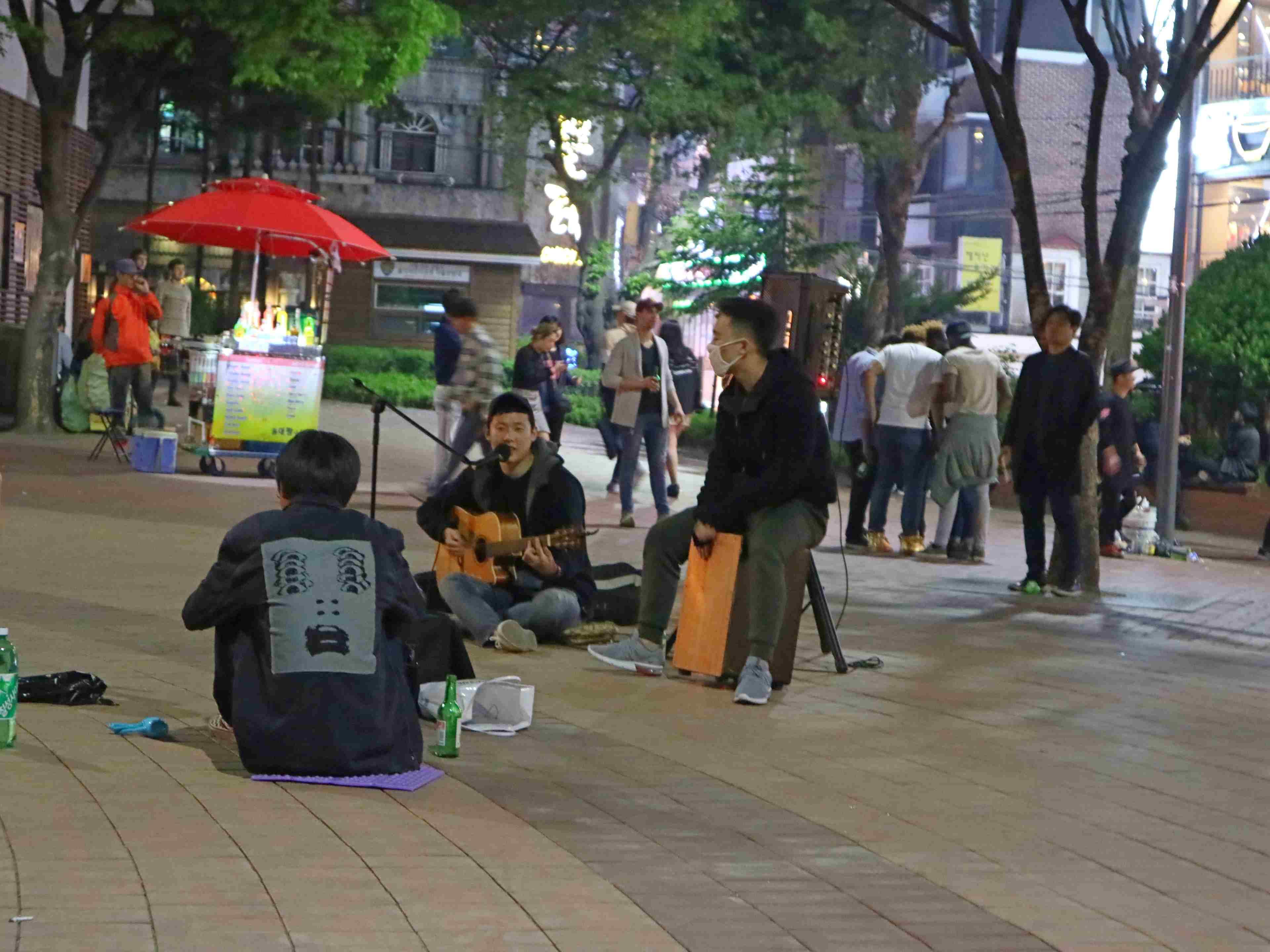 street performers hongdae